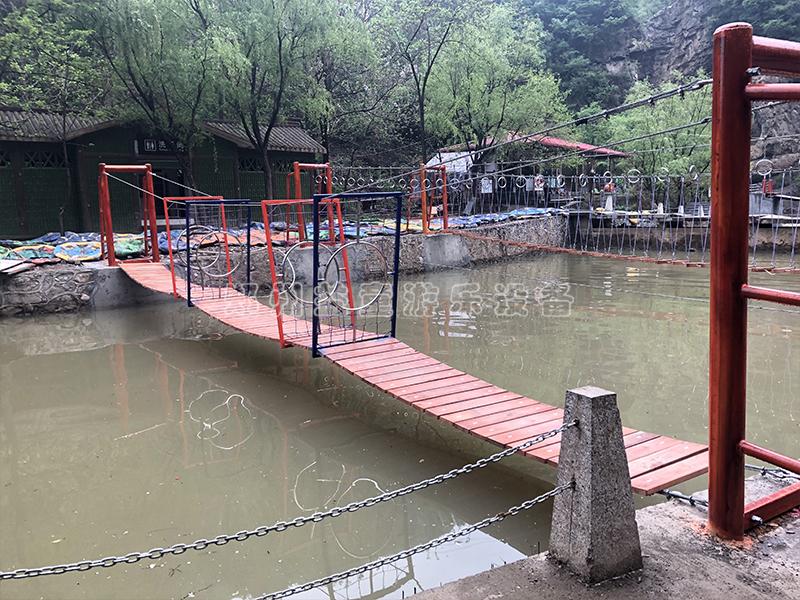 yu西大峡谷水上拓展网hong桥