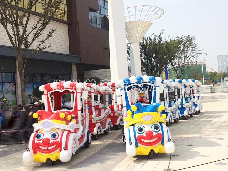 小丑造型无轨火车_无轨小火车游乐she备